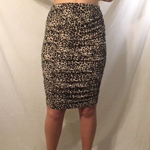VINCE CAMUTO Leopard Print Skirt, NWT Size S
